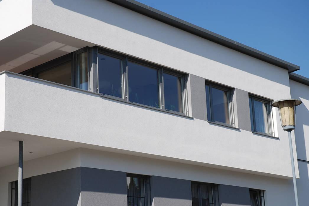 Fenster Aus Kunststoff Mit Aluminium Vorsatzschale In Grau Für Ein