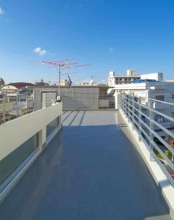 Roof terrace by 株式会社青空設計,