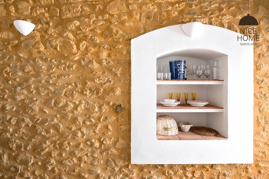 Dinding & Lantai Gaya Mediteran Oleh Nice home barcelona Mediteran