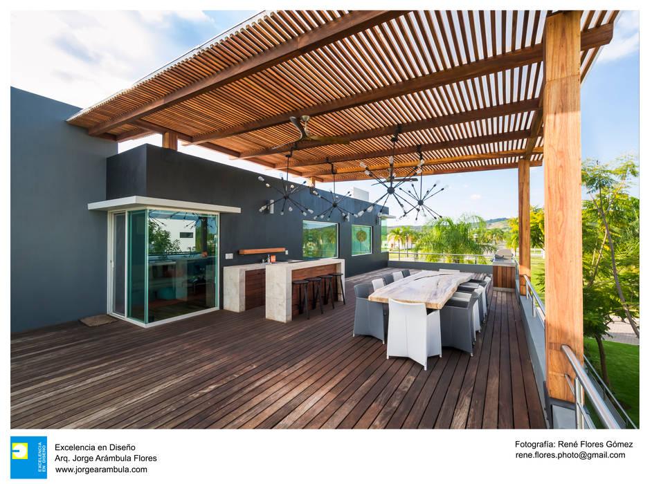 Casa Vista Lago: Terrazas de estilo  por Excelencia en Diseño, Moderno Madera Acabado en madera