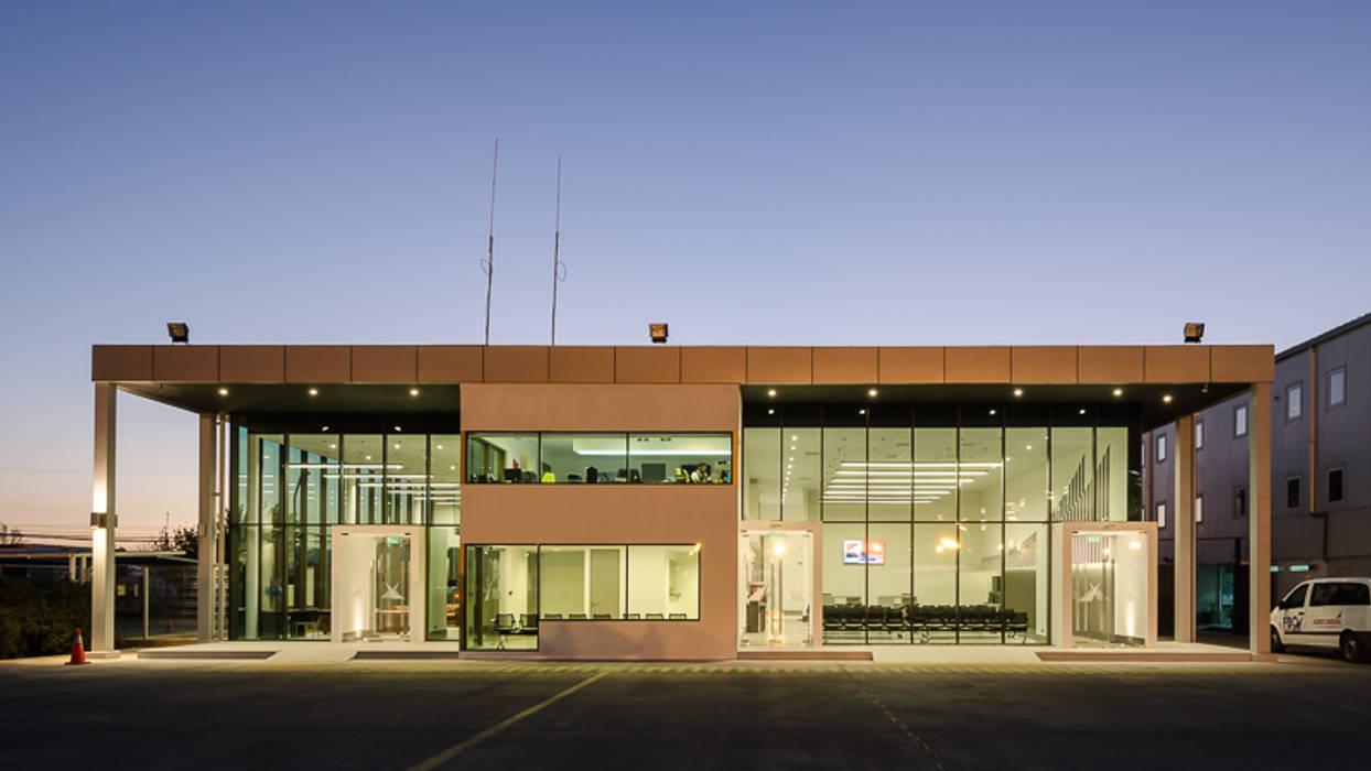 Aerocardal FBO: Aeropuertos de estilo  por Bschneider Arquitectos e Ingenieros, Industrial