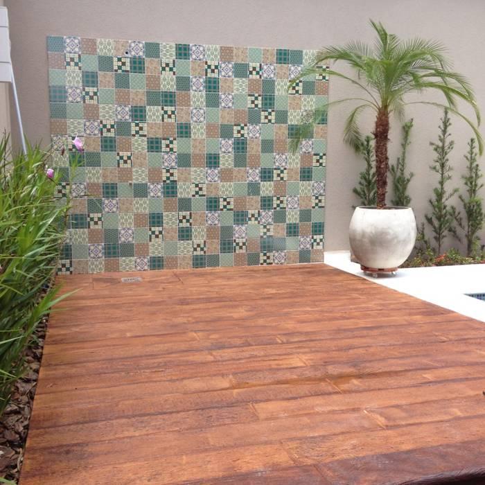 Área externa: Piscinas  por Erlon Tessari Arquitetura e Design de Interiores