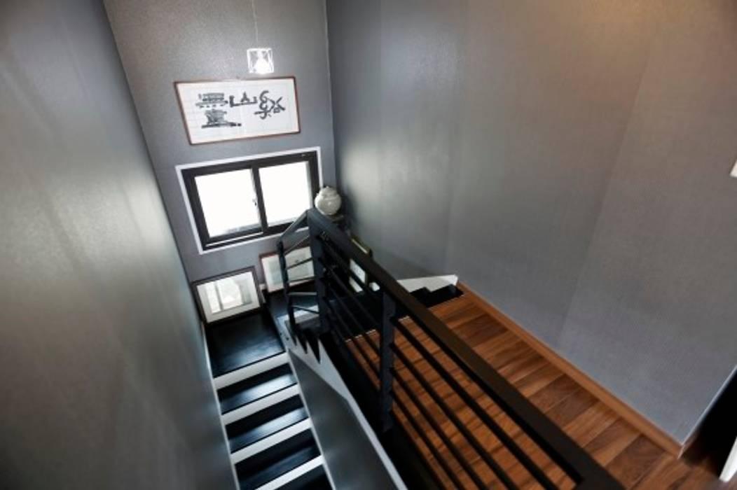 울산시 울주군 은편리 단독주택/목조주택 모던스타일 복도, 현관 & 계단 by 피앤이(P&E)건축사사무소 모던