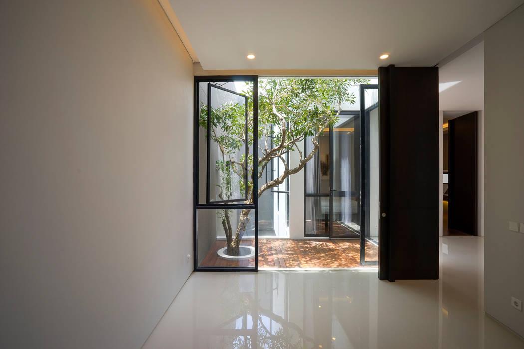 'S' house Kamar Tidur Tropis Oleh Simple Projects Architecture Tropis Granit
