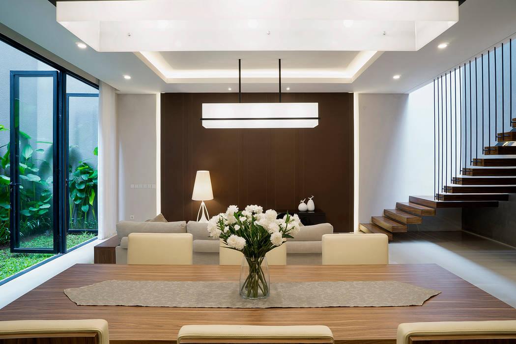 'S' house: Ruang Keluarga oleh Simple Projects Architecture,