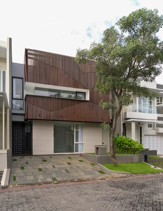 'S' house: Rumah tinggal  oleh Simple Projects Architecture,