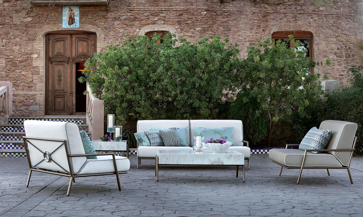 Lucio outdoor seating area: modern  by S. T. Unicom Pvt. Ltd. ,Modern