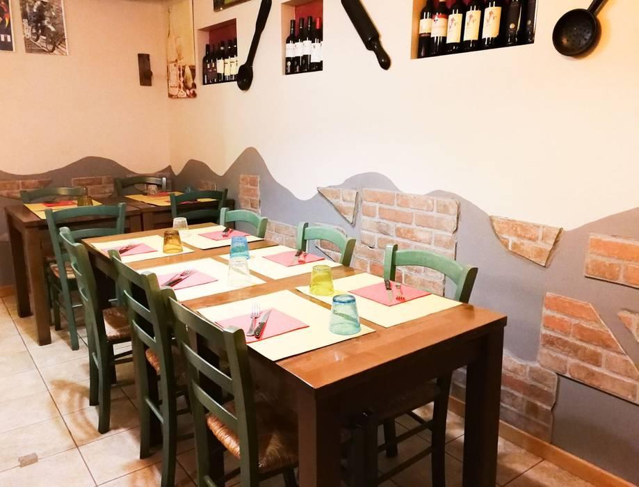 Riammodernamento Pizzeria La Taverna dei Matti a Firenze: Bar & Club in stile  di Luca Alitini