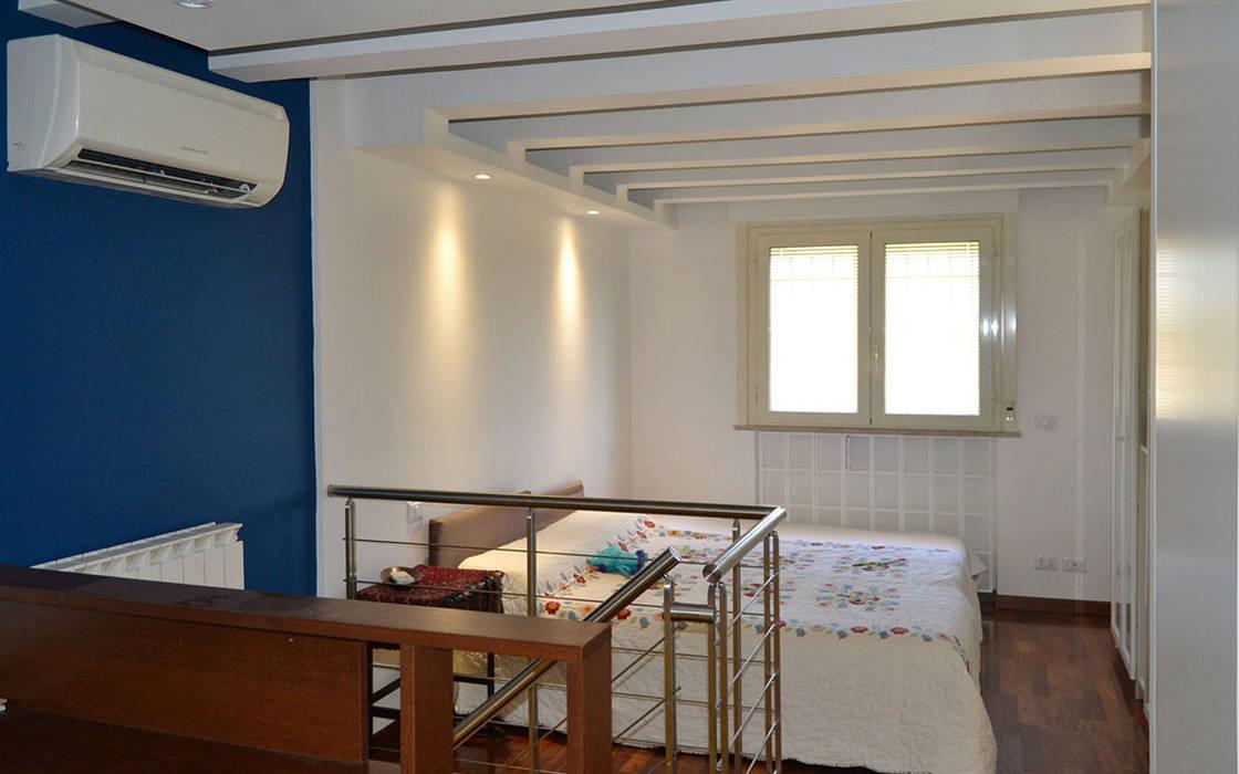 Casa MG – Lo Studio di G: Camera da letto in stile in stile Moderno di arch. Paolo Pambianchi