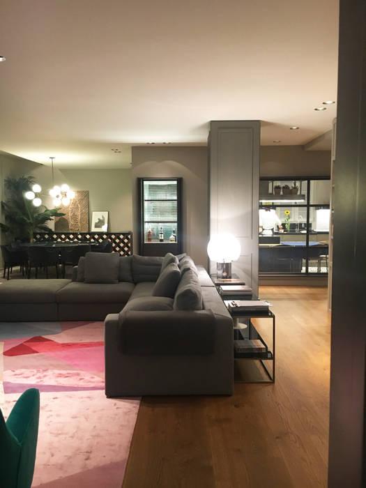 Appartamento con terrazzo e veranda-milano: soggiorno in stile in ...