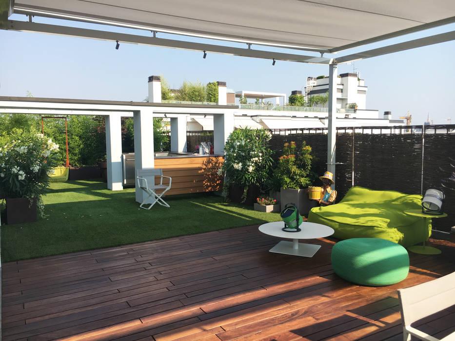 Appartamento con terrazzo e veranda-milano: terrazza in stile di ...