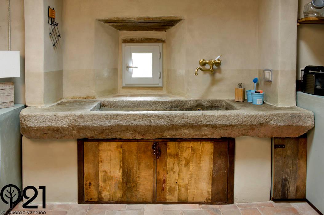 Una cucina nel Chianti: Cucina in stile  di Laquercia21,