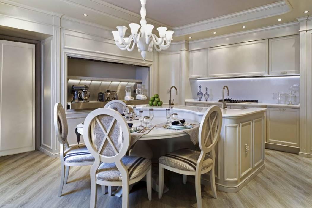 Cucina su misura con elettrodomestici a vista: Cucina in stile in stile Classico di Mobili Ferrero
