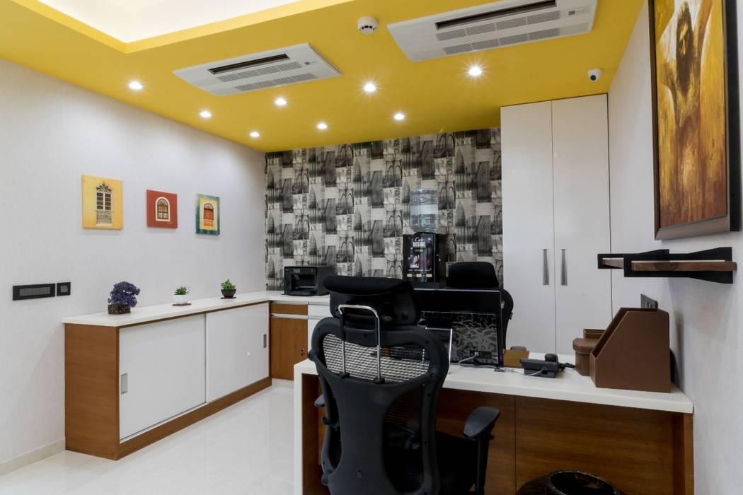 Gera Green:  Study/office by Rita Mody Joshi & Associates,Modern Concrete