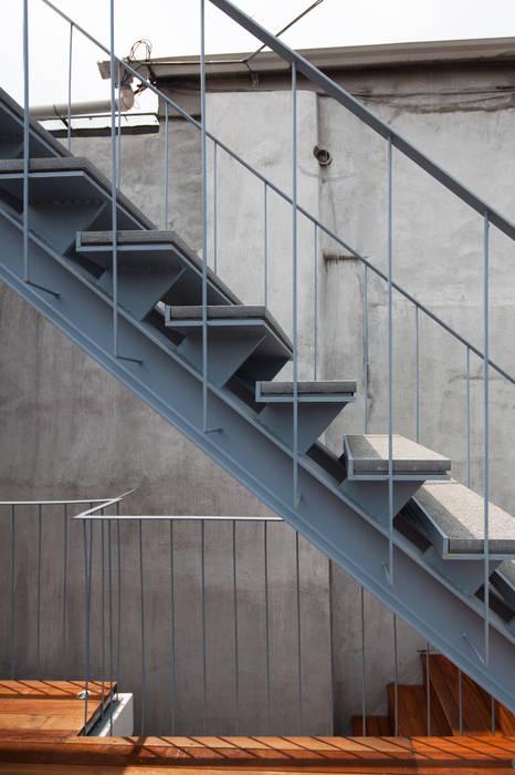 Hành lang, sảnh & cầu thang phong cách hiện đại bởi 서가 건축사사무소 Hiện đại