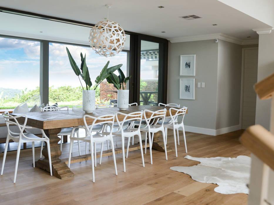 Coastal Living :  Dining room by Studio Mitchell,