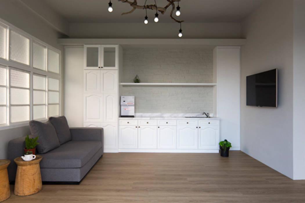 老屋翻新大改造 夏禾創作有限公司 客廳 木頭 White