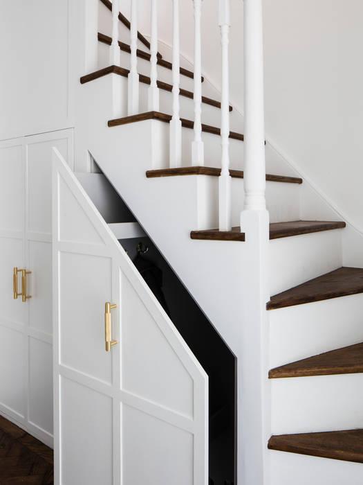 Upper staircase (storage) Brosh Architects Tangga MDF White