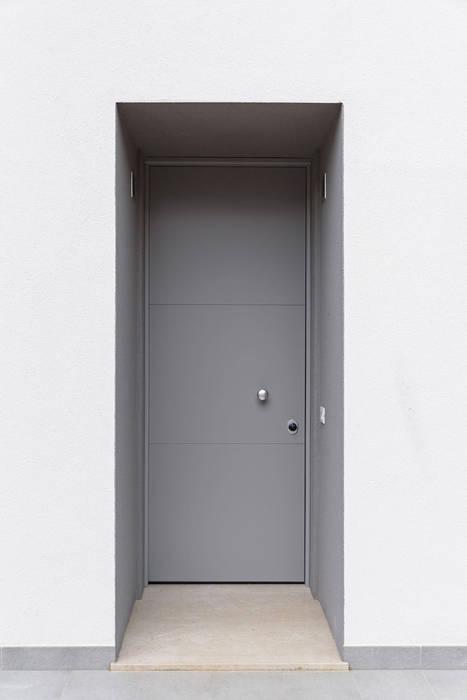 Davide Ceron Architetto Puertas de estilo minimalista Gris