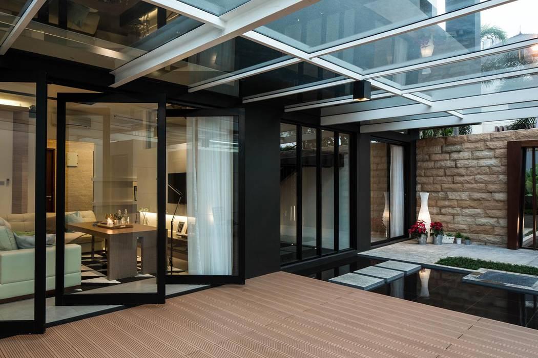 S+I House: Teras oleh DP+HS Architects,