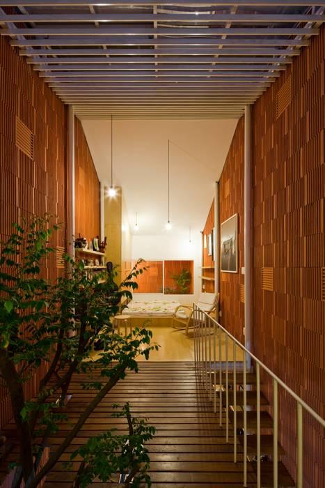 Pasillos, vestíbulos y escaleras de estilo moderno de a21studĩo Moderno