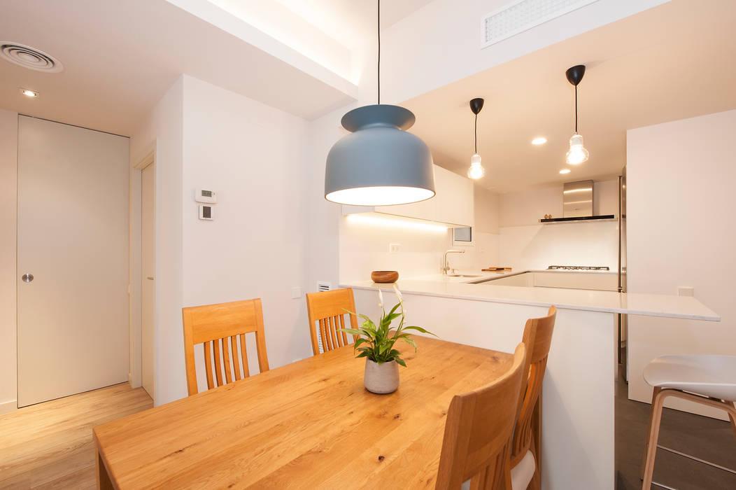 Lámpara colgante sobre mesa comedor nórdica | sincro: comedor de ...