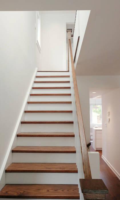 Oakwood Village House - Staircase 根據 Solares Architecture 隨意取材風 木頭 Wood effect
