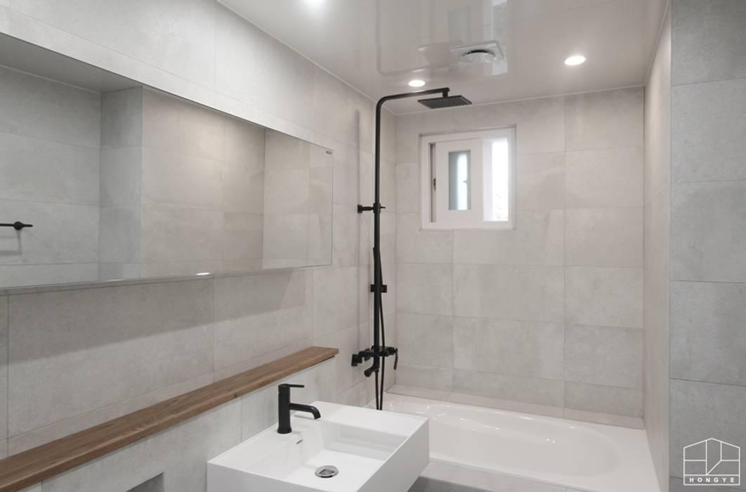 Baños de estilo minimalista de 홍예디자인 Minimalista