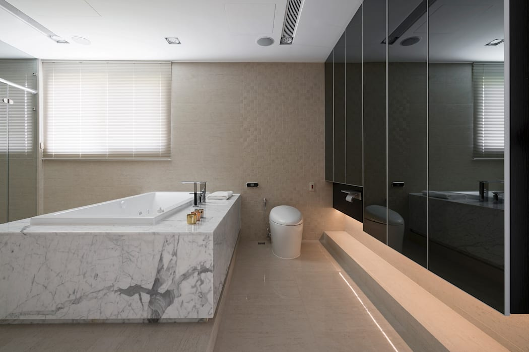 MASTER ROOM:  浴室 by Nestho studio