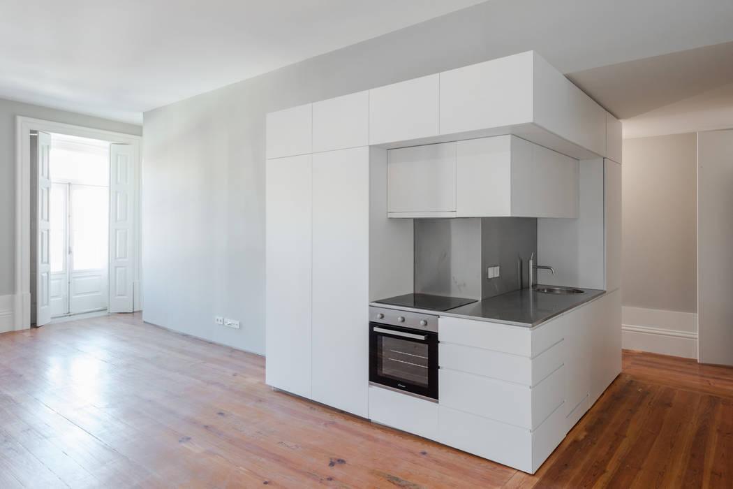 Modern Kitchen by NVE engenharias, S.A. Modern