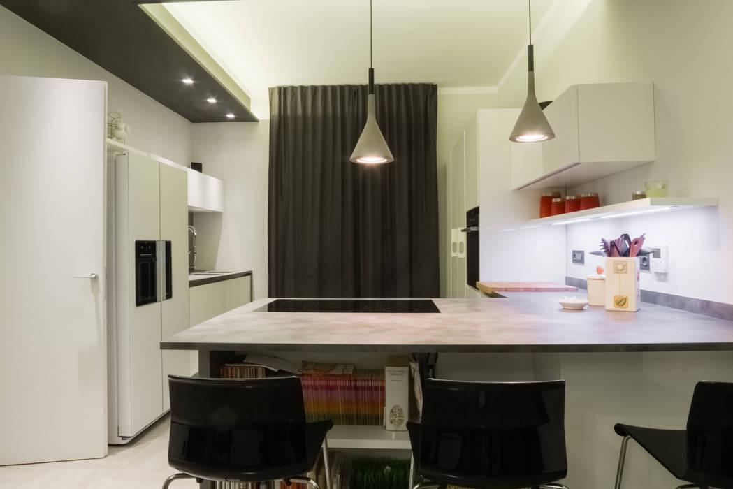 Il piano cucina: Cucina attrezzata in stile  di archi-lab   laboratorio di architettura