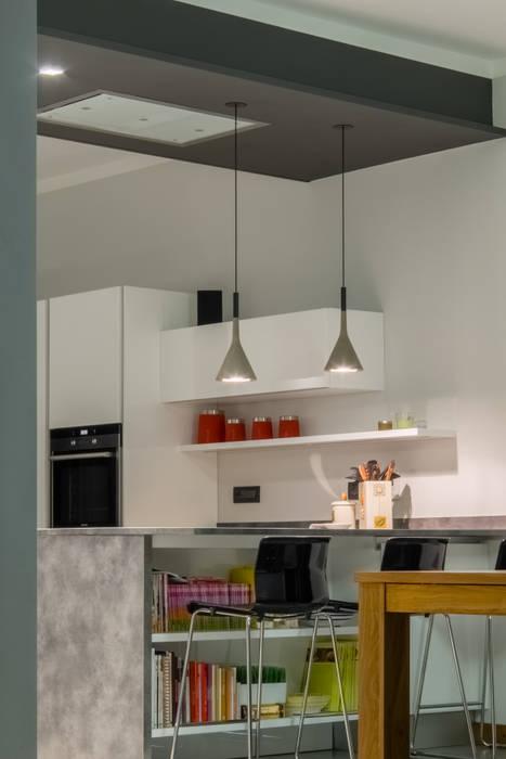 Atmosfera: Cucina attrezzata in stile  di archi-lab | laboratorio di architettura