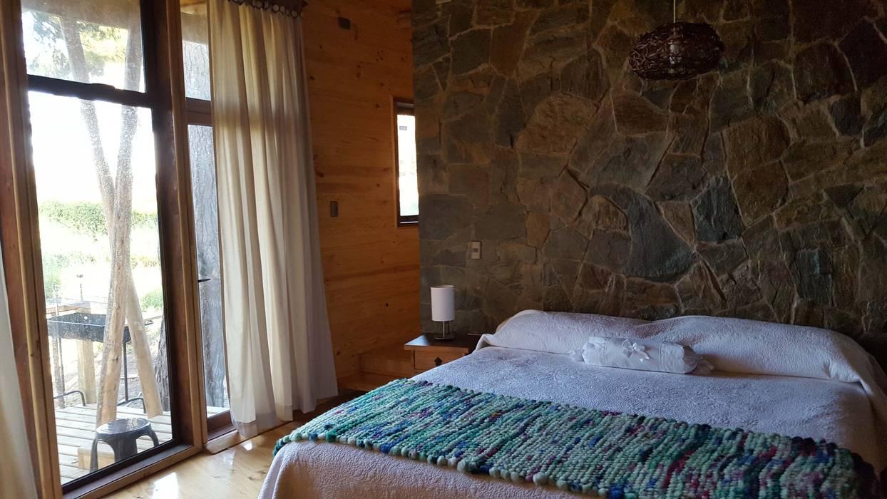 臥室 by Kimche Arquitectos , 田園風 石器