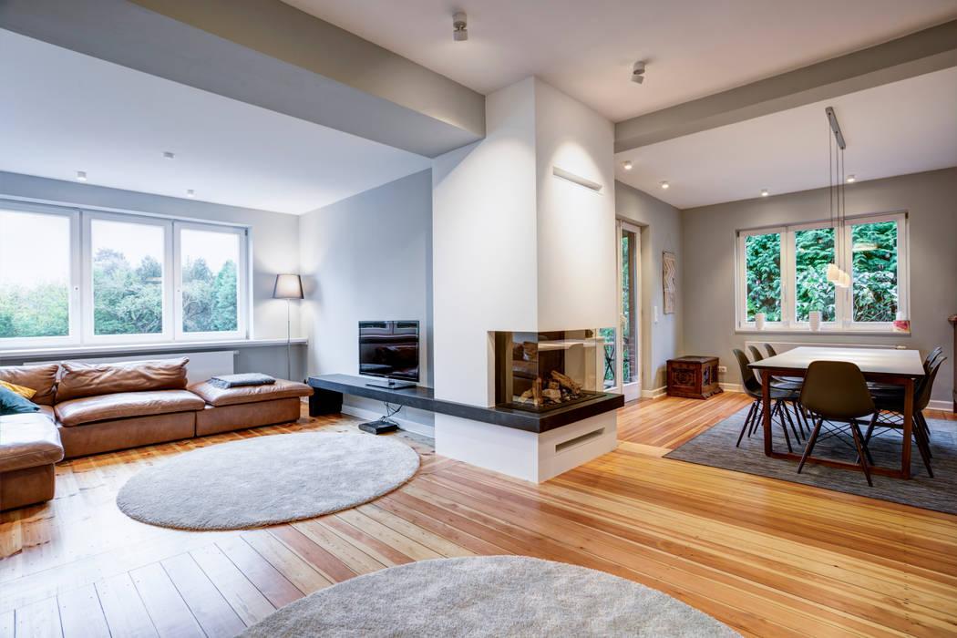 Modern Living Room by Lichtja Licht und mehr GmbH Modern