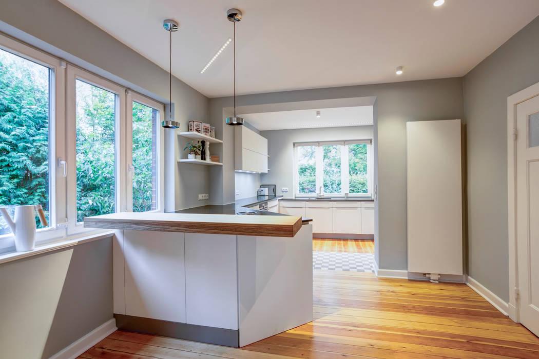 Modern Kitchen by Lichtja Licht und mehr GmbH Modern