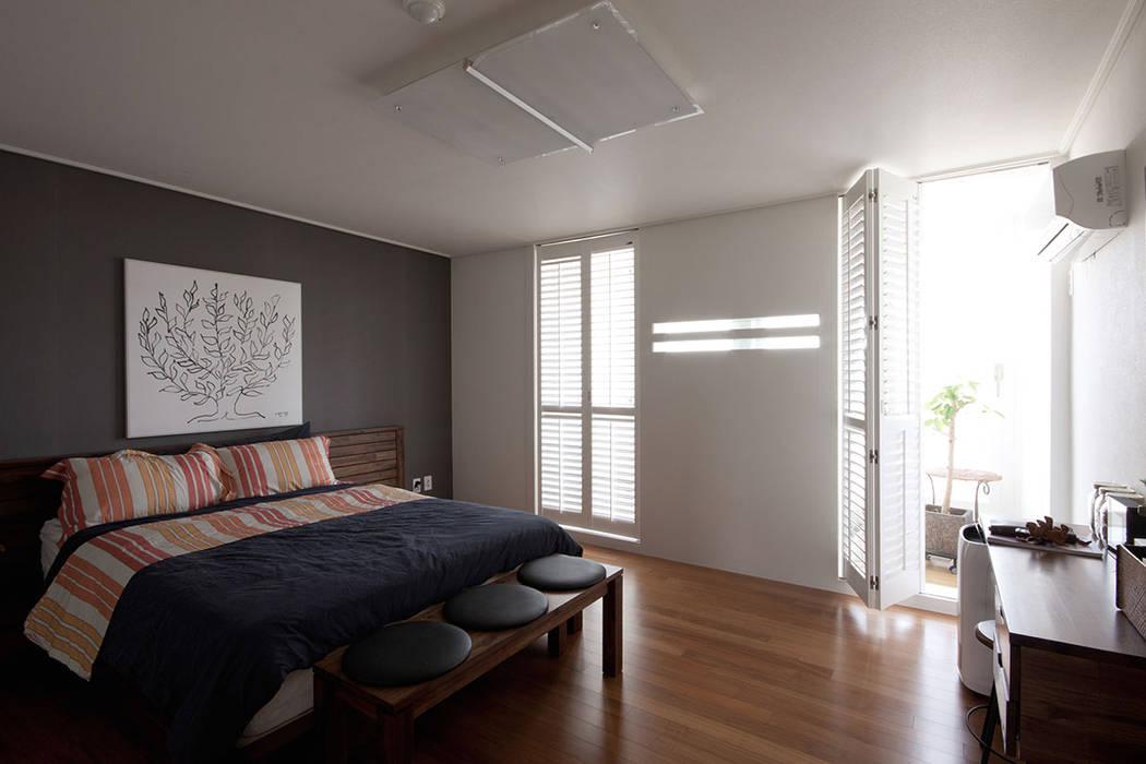 전주인테리어 서신동 대림 이편한세상 아파트 인테리어: 디자인투플라이의  침실,