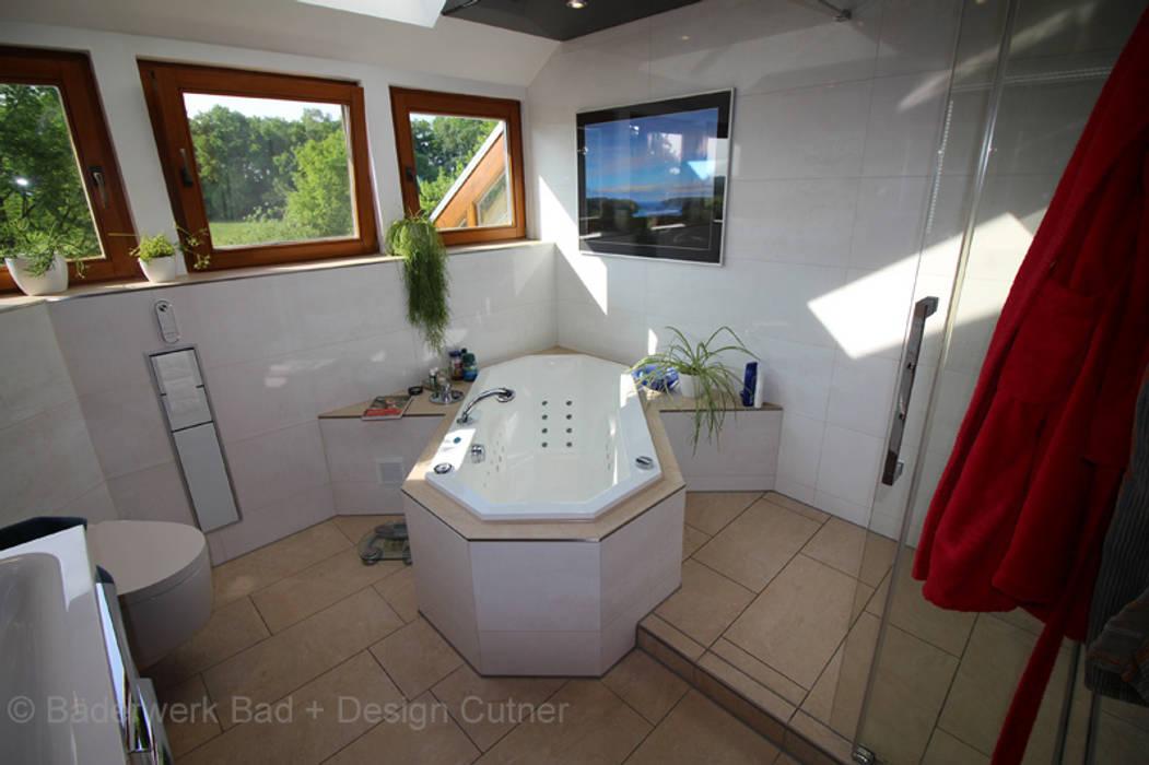 Badezimmer als Wellnessoase zum Wohnen:  Badezimmer von Bäderwerk Bad + Design Cutner GmbH