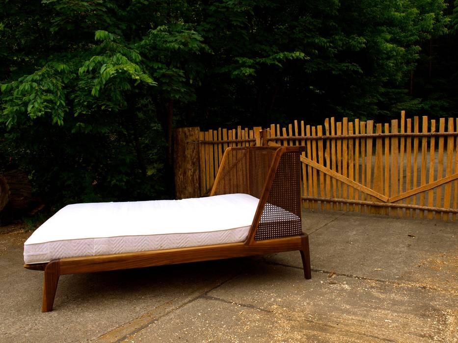 Bett mit einem kopfteil aus rattan: koloniale schlafzimmer von ...