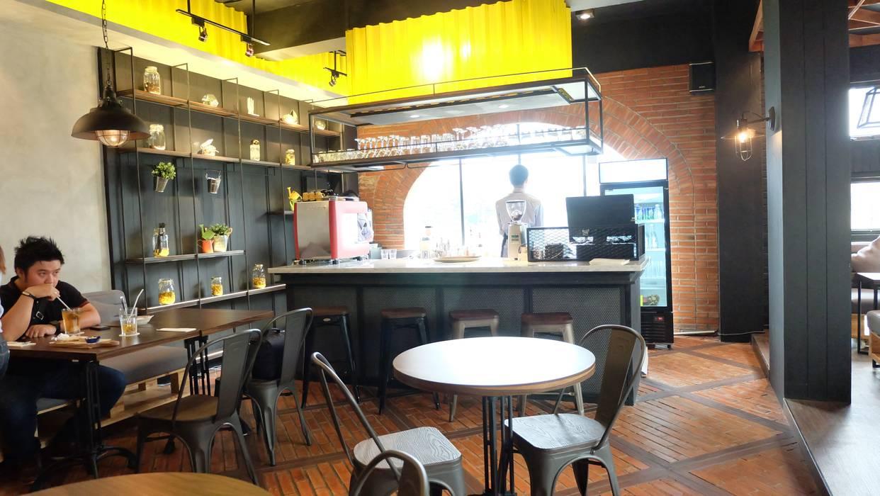 Bar area: Interior landscaping oleh Chromatic Interior,