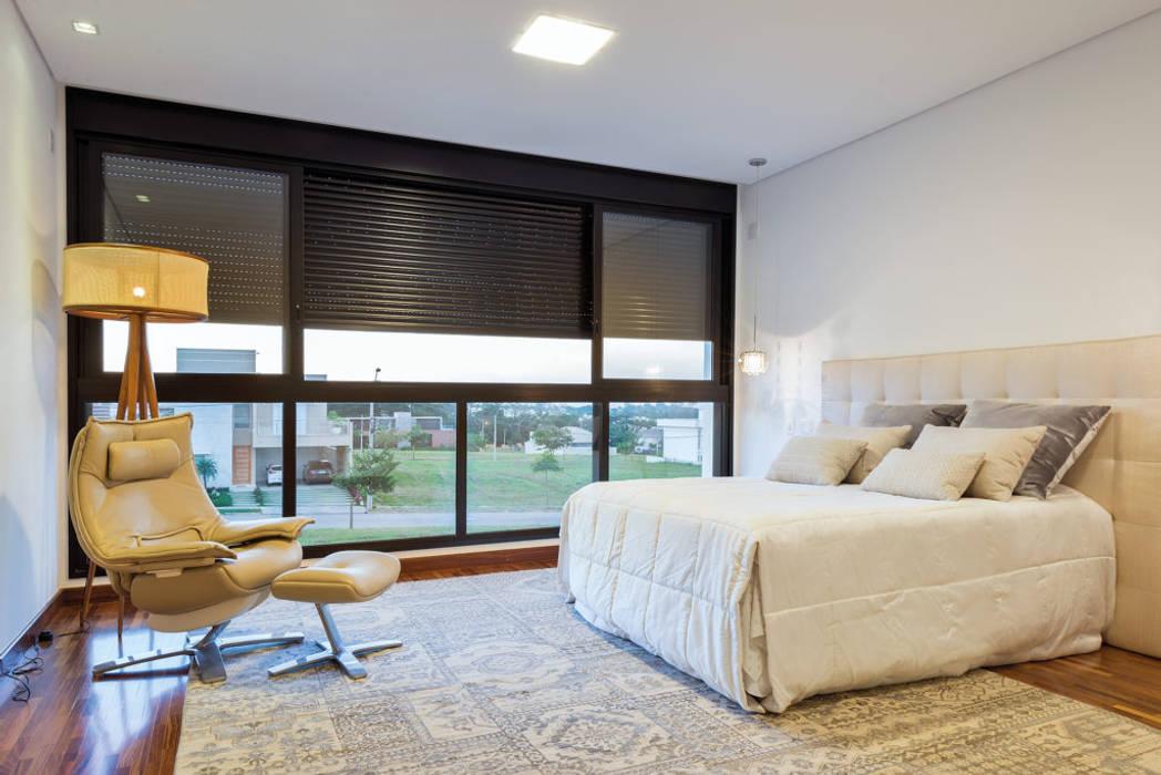 QUARTO CASAL : Quartos  por Dib Studio Arquitetura e Interiores,Moderno
