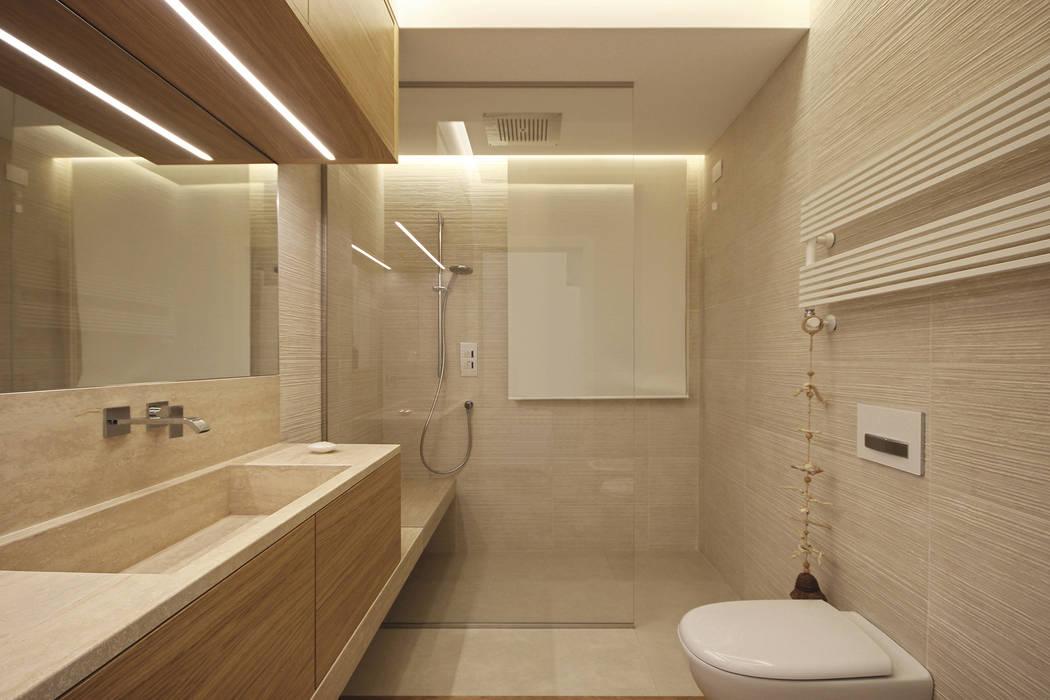 Sala da bagno con doccia bagno in stile di jfd juri for Sala da bagno design