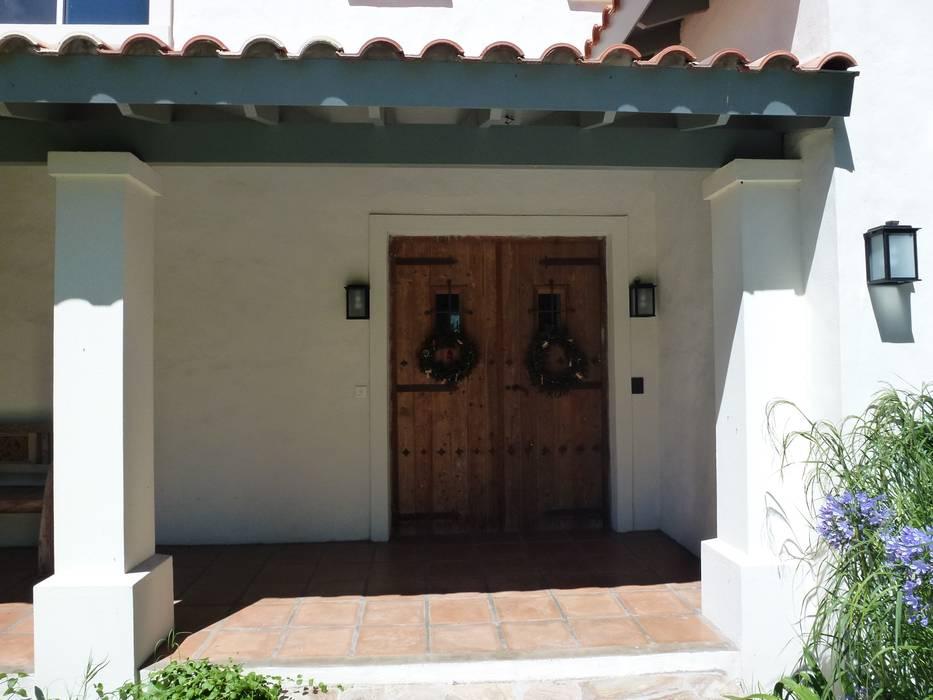 Diseño y Construcción de Casa en Haras San Pablo por Estudio Dillon Terzaghi Arquitectura: Puertas de estilo  por Estudio Dillon Terzaghi Arquitectura - Pilar