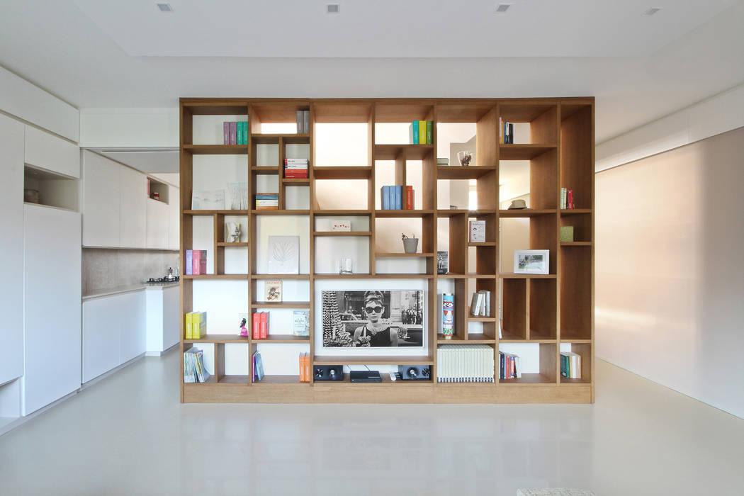 Libreria design moderno in legno: soggiorno in stile di jfd ...