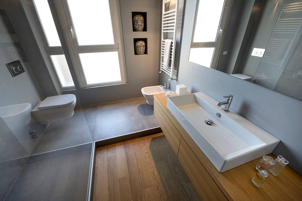 bagno Bagno moderno di Costa Zanibelli associati Moderno Pietra