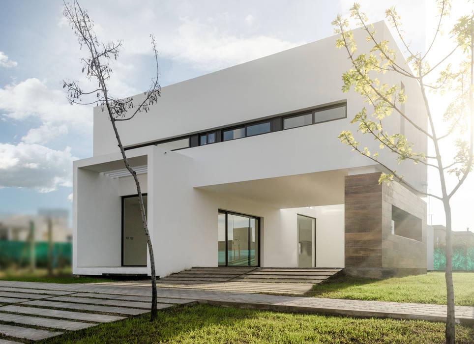 CASA TRN2: Casas unifamiliares de estilo  por ARQUITECTO MAURICIO PIZOLATTO,