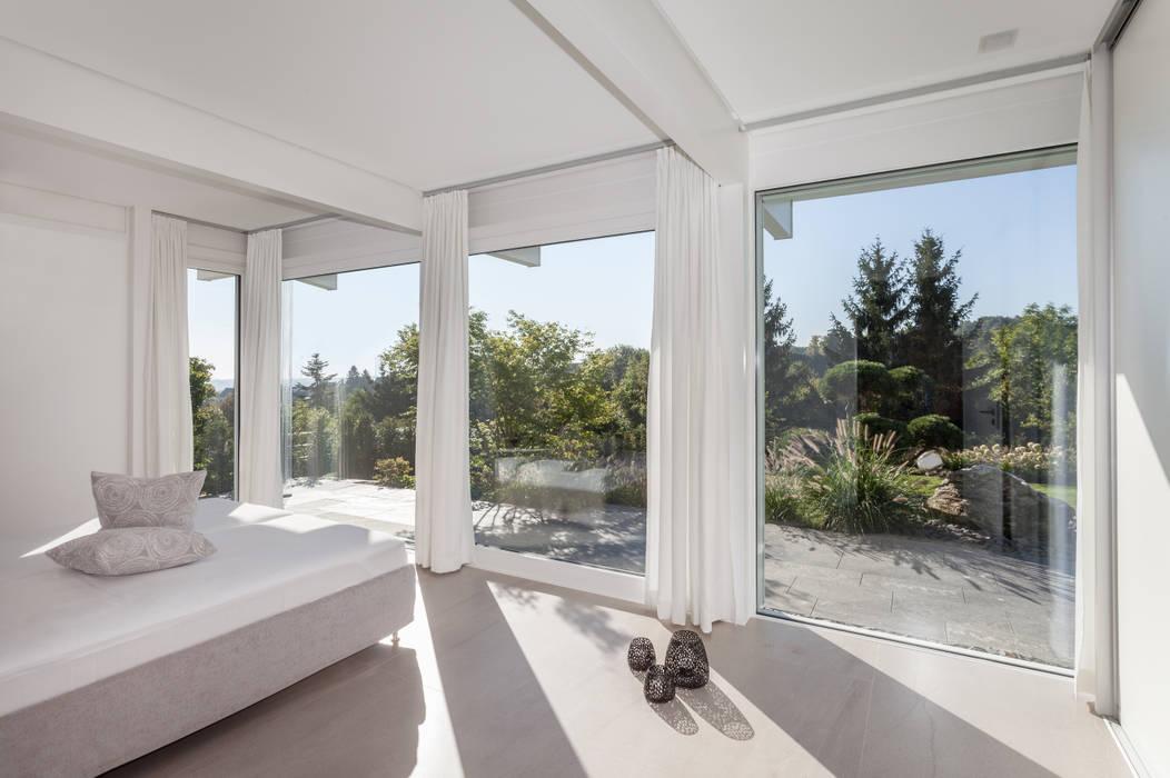 Haustraum mit Wohlfühlfaktor: moderne Schlafzimmer von DAVINCI HAUS GmbH & Co. KG