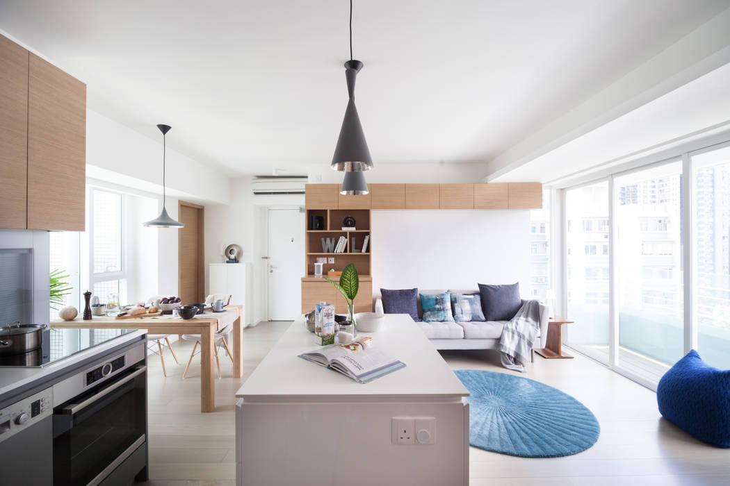 Cherry Crest:  Living room by Clifton Leung Design Workshop, Scandinavian
