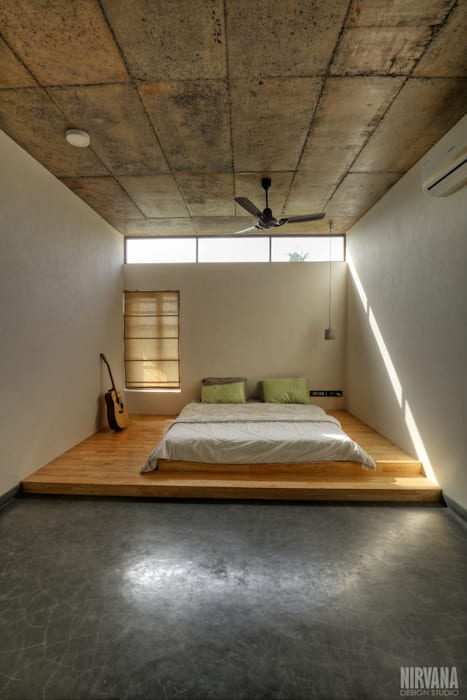 Tropical home 1:  Bedroom by Studio Nirvana,