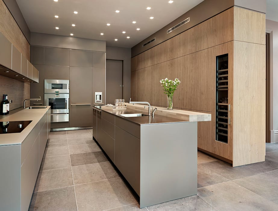 Grand dining:  Kitchen by Kitchen Architecture