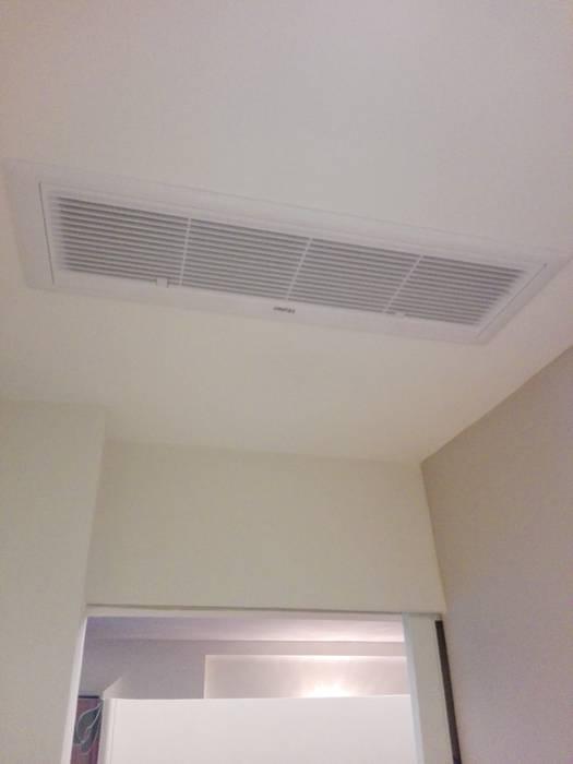 condizionamento canalizzato: Ingresso & Corridoio in stile  di casatirotta